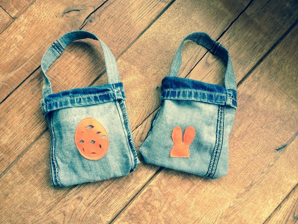 DIY Paastas van oude spijkerbroek. Paasknutselen met kinderen. Upcycle een oude, kapotte spijkerbroek