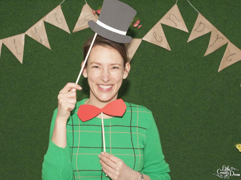 Maaike-Louise Bakker bij kledingruil van Little Green Dress. Foto van Eef Evers.