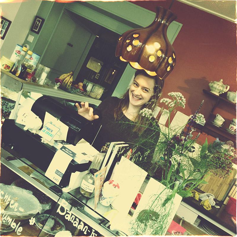 Tati in Nijmegen. Koffie en Vintage. Leuk koffietentje in Nijmegen met biologische producten en verkoop van Vintage. Dineren bij Tati kan ook!