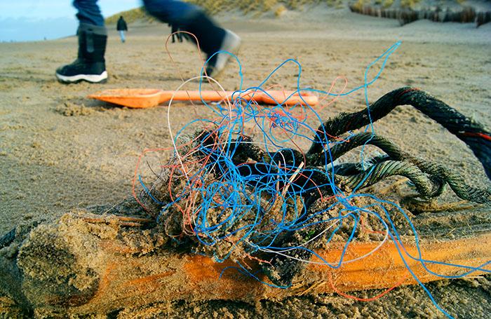 Doe mee verlos de zee Matthijs Lievaart jutten strand plastic soep natuurmonumenten