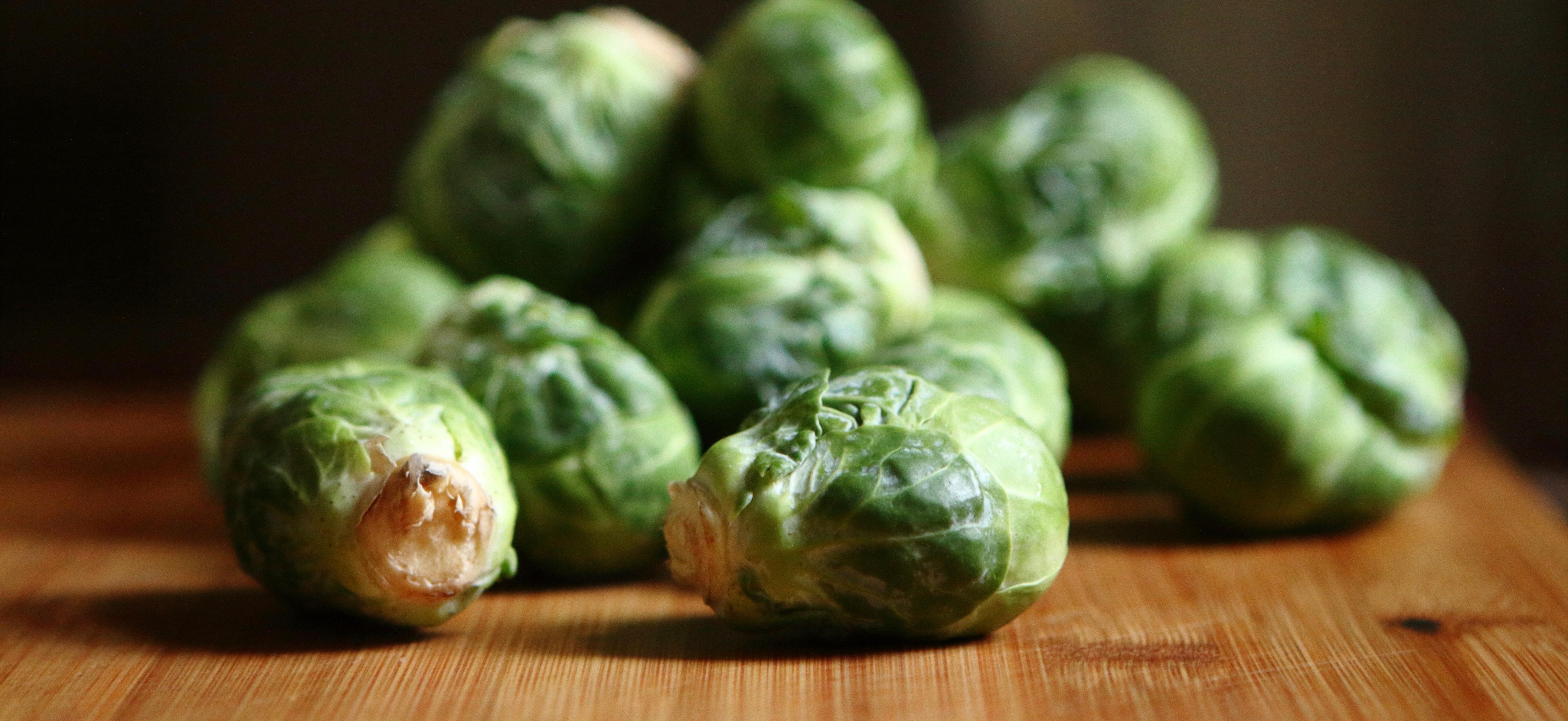 Veggie winterkost: ovenschotel met spruitjes, knolselder en tempeh