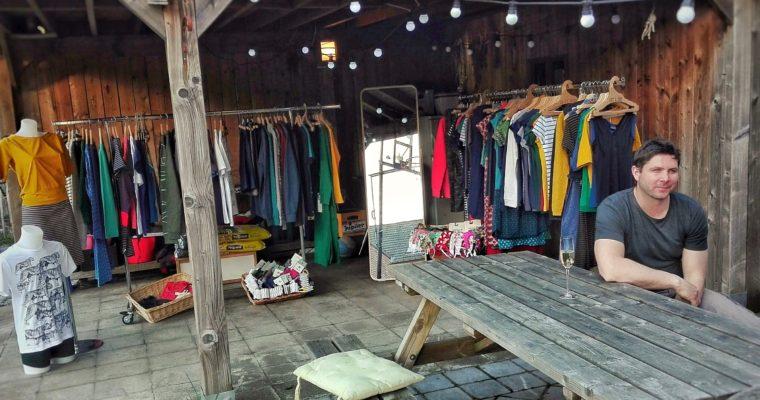 Organiseer eens een home party met schone kleren.